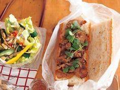 ベトナム風バゲットサンド弁当 レシピ 講師は枝元 なほみさん|砂糖とナムプラーで味付けした豚肉をバケットでサンドすればお弁当にピッタリな一品に!ボリュームもたっぷりですよ。