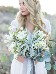 airplant green and white wedding bouquet / http://www.himisspuff.com/air-plants-wedding-ideas/6/