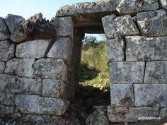 Πύλη στην όχθη του Αχελώου στην Παλαιομανινα Αιτωλοακαρνανίας