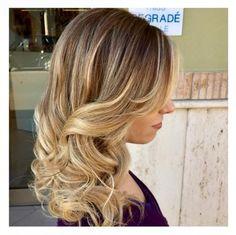 Spotted...in salone! I dettagli inconfondibili del Degradé Joelle! #cdj #degradejoelle #tagliopuntearia #degradé #dettaglidistile #welovecdj #shooting #beautifulhair #naturalshades #hair #hairstyle #hairstyles #haircolour #haircut #fashion #longhair #style #hairfashion
