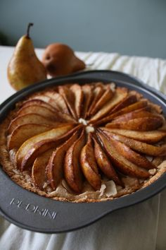 Pear almond tart (Cashew cream, pears; vegan)