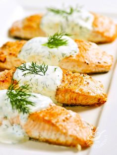 Salmon with yogurt - Il Salmone allo yogurt è un piatto ideale per un pasto leggero, veloce e sano che vi delizierà con il profumo dell'aneto. #salmonealloyogurt