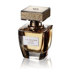 """Perfume Giordani Gold Essenza. La """"Essenza"""" de Giordani Gold tiene corazón de flor de Azahar, radiantes notas florales que evocan el lujo de una esencia sin igual. Un perfume que desprende femineidad y artesanía desde el exterior con su frasco de cristal con pequeñas láminas de pan de oro en el tapón y en el interior, con su concentración de esencia aromática, menos volátil y de mayor fijación que cualquier eau de toilette. Un aroma floral y amaderado que representa el esplendor de Giordani…"""