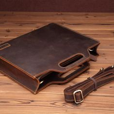 Genuine leather men's briefcase designed elegantly with crazy horse leather, which can also be carried by a shoulder strap, ideal both for school and business Messenger Business Main Material: Genuine LeatherMaterial Composition: Genuine LeatherExterior: NONENumber of Handles/Straps: SingleGender: MENItem Height: 28cmClosure Type: zipperStyle: BusinessHandle/Strap Type: Hard HandleItem Width: 5.5cmSize: 14 inchesLining Material: Genuine LeatherItem Weight: 1kgItem Type: BriefcasesItem Length: 35 Leather Laptop Bag, Leather Briefcase, Leather Pouch, Leather Men, Leather Shoulder Bag, Vintage Leather, Mens Brown Leather Wallet, Handmade Leather, Leather Bags