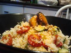 Couscous con cozze e verdure, una ricetta saporita dal profumo di mare da gustare insieme ai vostri amici. Per mangiare bene bastano solo 30 minuti.