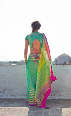 Find here the most unique blouse designs for south indian brides. From bird motifs to long sleeves, blouse for silk sarees to kanjeevarams, we have it all. Blouse Back Neck Designs, Sari Blouse Designs, Blouse Patterns, Blouse Styles, Choli Designs, Dress Designs, Indian Style, Indian Ethnic Wear, Indian Blouse