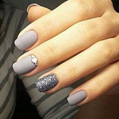 Visit for more 30 trendy glitter nail art design ideas for With glitter nails brighten up your summer looks. The post 30 trendy glitter nail art design ideas for With glitter nails brighten u appeared first on nageldesign. Glitter Nail Art, Sparkle Nails, Gray Nail Art, Shellac Nails Glitter, Silver Glitter Nails, Grey Art, Glitter Lips, Super Nails, Cool Nail Designs