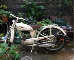 Vintage motorcycle at fr.yakaz.com