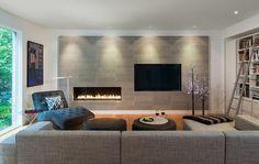 mobilier salon gris, cheminée contemporaine et télé en diagonale