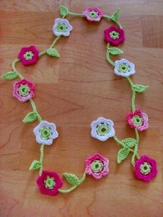 Prinzessinnengirlande/ Blumenkette pattern by Inken Jochimsen FREE from Ravelry: Crocheted Flower Garland Crochet Flower Bunting, Crochet Puff Flower, Crochet Garland, Crochet Decoration, Crochet Flower Patterns, Love Crochet, Beautiful Crochet, Diy Crochet, Crochet Crafts