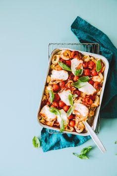 Uunihalloumipasta | Maku Salty Foods, Halloumi, Hawaiian Pizza, Vegetable Pizza, Lasagna, Pasta Salad, Chili, Main Dishes, Good Food