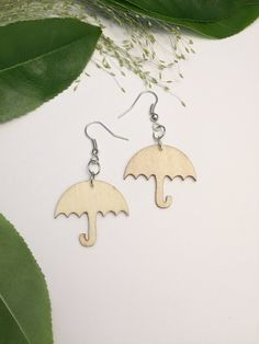 Wood Umbrella earrings, hand painted in black and gold Wooden Jewelry, Unique Jewelry, Laser Cutter Ideas, Make And Sell, Jewelry Making, Pendant Necklace, Drop Earrings, Studio, Trending Outfits
