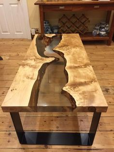 31 Beautiful Epoxy Table Top Ideas You'll Love to Realize 45 - Bàn cà phê - Epoxy Table Top, Epoxy Wood Table, Diy Table Top, Slab Table, Wooden Tables, Bancada Epoxy, Diy Resin River Table, Diy Tisch, Wood Table Design