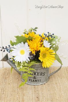 Spring / Summer Watering Can Flower Arrangement for Home, Country Floral Arrangement for Summer and Spring, Mother's Day Gift with Daisies - Floral Decor Cabbage Flowers, Sola Flowers, Red Flowers, Hydrangea Not Blooming, Green Hydrangea, Beautiful Flower Arrangements, Beautiful Flowers, Floral Arrangement, Daisies