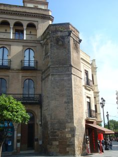 Torre de Abd-el-Aziz, Sevilla #Sevilla #Seville #sevillaytu @sevillaytu Utilizada actualmente como oficina