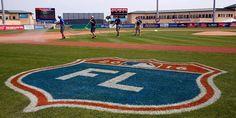 Take me to Florida . or Arizona. Ny Mets, New York Mets, Twins Baseball, Baseball Field, Lets Go Mets, Major League Baseball Teams, Philadelphia Sports, Softball Stuff, Spring Training