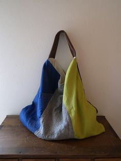 bag・刺し子バッグ Handbag Tutorial, Japanese Knot Bag, How To Make Purses, Fabric Tote Bags, Handmade Purses, Linen Bag, Leather Projects, Cloth Bags, Bag Making