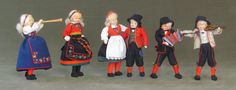 Rønnaug Petterssen Folk Costume, Costumes, Antique Photos, Dollhouses, Traditional Dresses, Dolls, People, How To Wear, Fashion