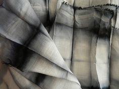linen by me Textile Fabrics, Textile Art, Fibre And Fabric, Shibori Tie Dye, Fabric Manipulation, How To Dye Fabric, Wabi Sabi, Surface Design, Textile Design