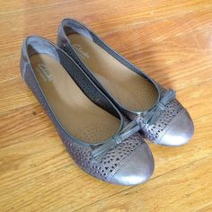 Clarks Bendables Pewter color - in almost brand new condition. Very cute and comfortable. Clarks Shoes Flats & Loafers