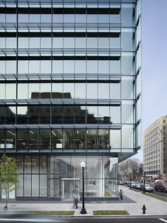 PNC Place in Washington DC Office Building Architecture, Arch Building, University Architecture, Building Facade, Facade Architecture, Building Design, Office Buildings, Retail Facade, Glass Curtain Wall