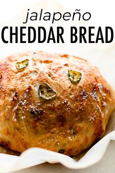 This super crusty no knead jalapeño cheddar bread is baked in a dutch oven and requires practically zero hands-on work from you! Rock Crock Recipes, Oven Chicken Recipes, Dutch Oven Recipes, Cooking Recipes, Soup Recipes, Recipes Dinner, Knead Bread Recipe, No Knead Bread, Yeast Bread