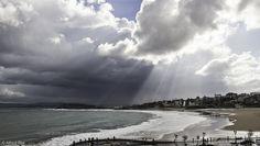 Haz de luz sobre la playa