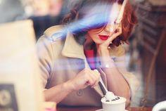 Идеи для фотосессии. Девушка в кафе.