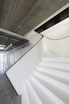 Professionals in staircase design, construction and stairs installation. In addition EeStairs offers design services on stairs and balustrades. Interior Staircase, Staircase Design, Interior Architecture, White Stairs, Stair Handrail, Railings, Stair Detail, Take The Stairs, Modern Stairs