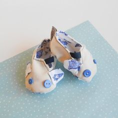 Check out this item in my Etsy shop https://www.etsy.com/listing/199831076/unisex-baby-pram-mouse-shoes-zlippers