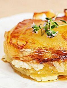 GATEAU de POMMES de TERRE au CHEVRE et au THYM FRAIS (potato cake with goat cheese and fresh thyme) [France] [mamina]