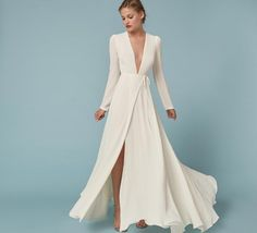 """16 Dreamy Long-Sleeved Wedding Dresses Perfect for Fall """"I Dos"""" 