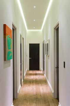 Modern Hall Design, Pictures, Remodel, Decor and Ideas – page 45 – Philip Kirwan – Bild Corridor Lighting, Hall Lighting, Indirect Lighting, Hallway Lamp, Hallway Wall Decor, Hallway Decorating, House Ceiling Design, Ceiling Light Design, House Design