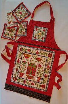 Free patterns - apron with matching pot holders and a table runner. Sewing Aprons, Sewing Clothes, Sewing Art, Sewing Crafts, Quilting Projects, Sewing Projects, Quilting Ideas, Aprons Vintage, Victorian Aprons
