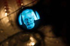 Julian Assange, Gründer der Enthüllungsplattform Wikileaks, lässt sich live zu einer Pressekonferenz in Bderlin anlässlich des zehnjährigen Bestehens zuschalten. Assange hält sich seit 2012 in der ecuadorianischen Botschaft in London auf, um sich einer eventuellen Festnahme zu entziehen.