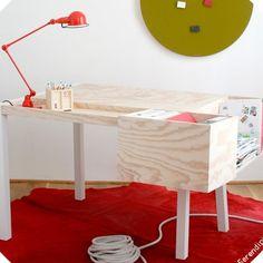 Original et astucieux rangements pour ce bureau d'enfants chez Serendipity / Original and cunning arrangements for this children's desk at Serendipity