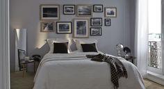 Choix judicieux que cette peinture grise au dessus du lit pour mettre en valeur le mur de cadres. Le linge de lit blanc parfait l'ambiance intimiste. http://www.castorama.fr/store/pages/zoom-sur-peinture-grise-ecrin-precieux.html