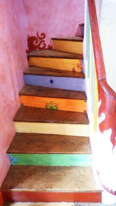Plus de 1000 id es propos de deco escaliers sur - Escalier peint en gris et blanc ...