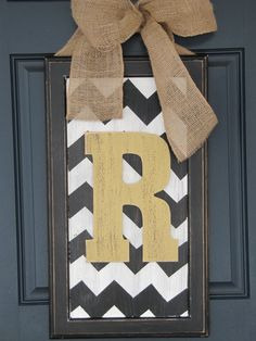 Spring door decor, large chevron wood letter for front door. This is cute, I might make this for our front door Cute Crafts, Crafts To Make, Arts And Crafts, Diy Crafts, Spring Door, Palette, Crafty Craft, Crafting, Wood Letters