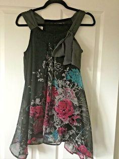 Beautiful pretty grey top Designer David Emanuel Size  14 16 NEW BNWT