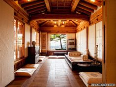 Despite its unassuming title, the Korea Furniture Museum is surprisingly stunning and notoriously exclusive Traditional Interior, Korean Traditional, Traditional House, Japanese Home Decor, Japanese House, Interior Design Living Room, Interior Architecture, Ideal Home, Aesthetic Beauty