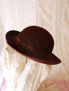 c13a8e15a48 French Vintage Hat 1940-1950 Chocolate Hat with small border and ribbon  Vintage Hats