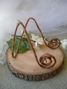 New.... New...20  ROPE  Covered Rustic Wire Easel Display Holders ..Table number .rustic decor/ place / name  card / menu holders