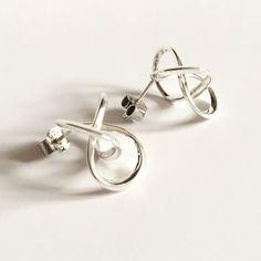 Les nouvelles boucles d'oreilles Torsale en argent sont en vente sur notre Eshop www.imprimemoiunmouton.com #bouclesdoreilles #earrings #design #3dprinting #impression3d #argent #jewellerydesign #jewelrydesign