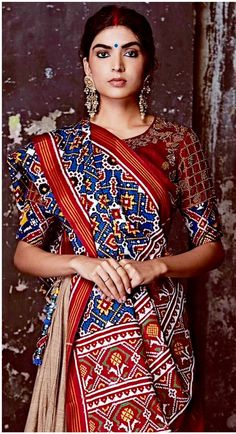 Amalgamation of weaves by Gaurang Shah. Dress Indian Style, Indian Dresses, Indian Outfits, Indian Clothes, Saree Blouse Patterns, Sari Blouse Designs, Lehenga, Anarkali, Traditional Fashion