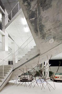 Photographs a car park in Miami by Swiss architects Herzog & de Meuron.