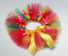 Tutu Maravilha - Super colorido, este tutu é perfeito para ensaios de carnaval! Tamanho: Newborn  Por: R$ 39,90