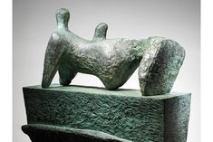 Henry Moore, Reclining Figure on a Pedestal'.