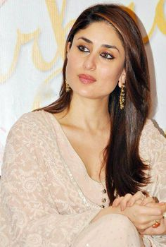 Gorgeous #KareenaKapoor