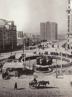 Glorieta de Cuatro Caminos,1925.Foto Alfonso. Old Pictures, Old Photos, Paris Skyline, New York Skyline, Foto Madrid, Spain Images, World Cities, Andalusia, Mexico City